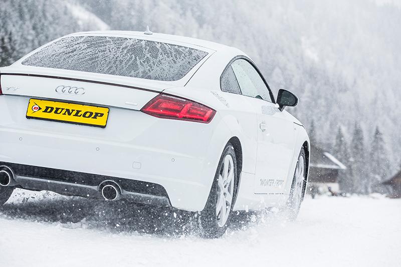Winterreifen mit Auto